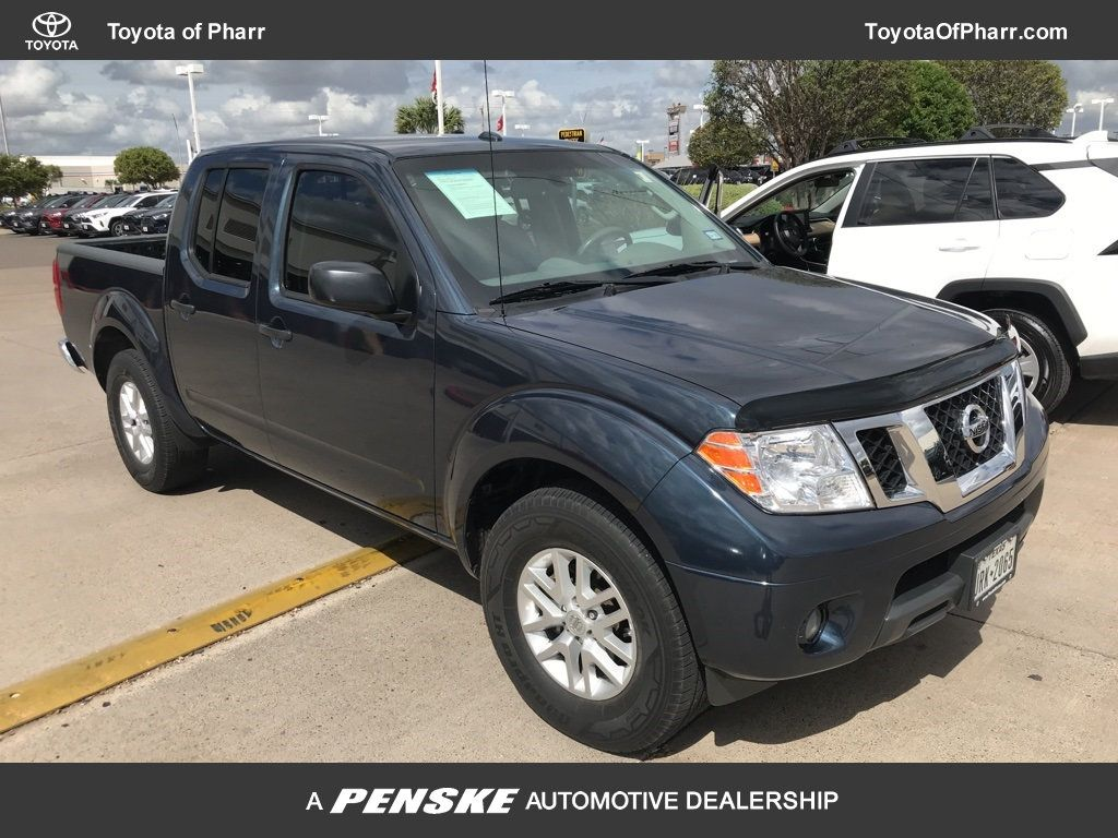 Pre-Owned 2017 Nissan Frontier Crew Cab 4x2 SL Automatic