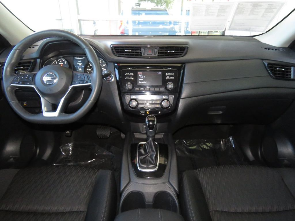 Pre-Owned 2017 Nissan Rogue FWD SV