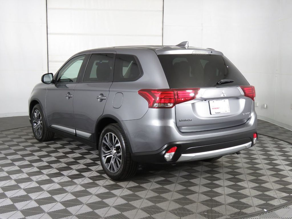 Pre-Owned 2018 Mitsubishi Outlander ES AWC