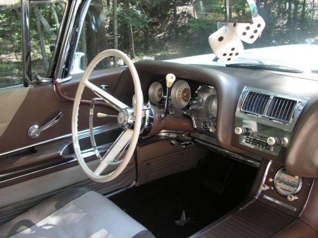 1960 Ford Thunderbird 11