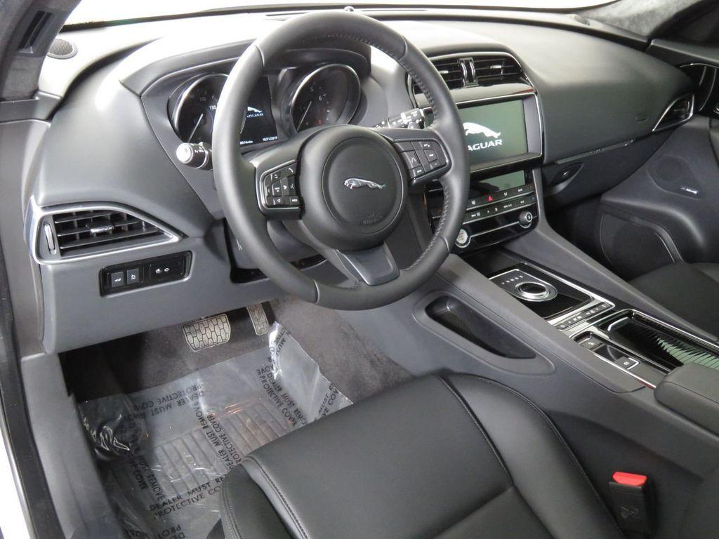 New 2020 Jaguar F-PACE COURTESY VEHICLE
