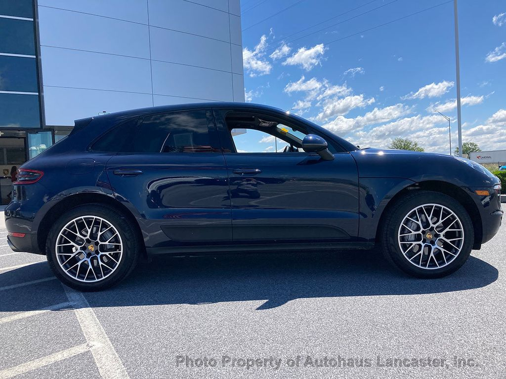 Pre-Owned 2018 Porsche Macan Beautiful One Owner!