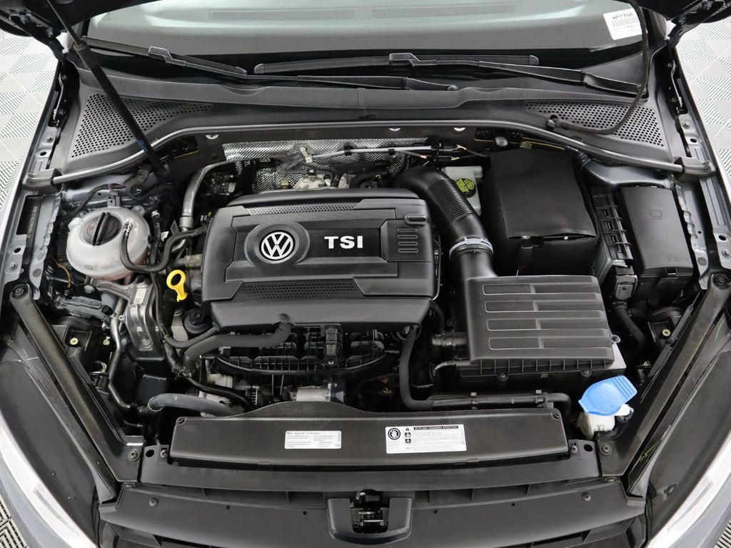 Certified Pre-Owned 2017 Volkswagen Golf 1.8T 4-Door SE Automatic