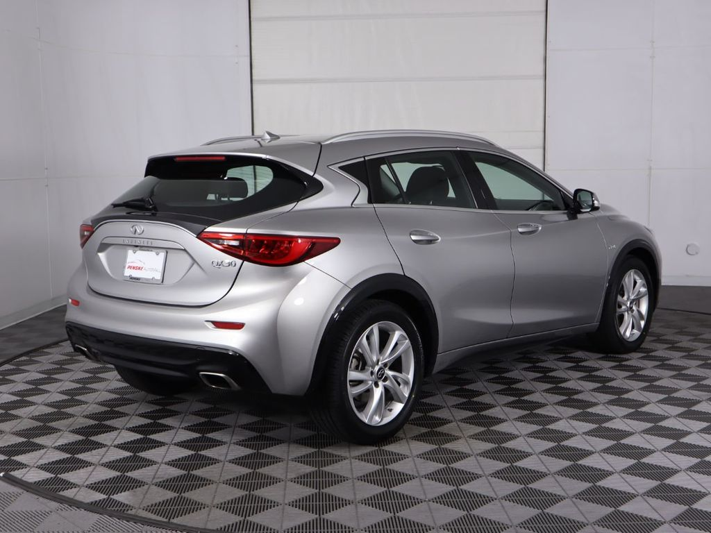 Pre-Owned 2017 INFINITI QX30 Sport FWD