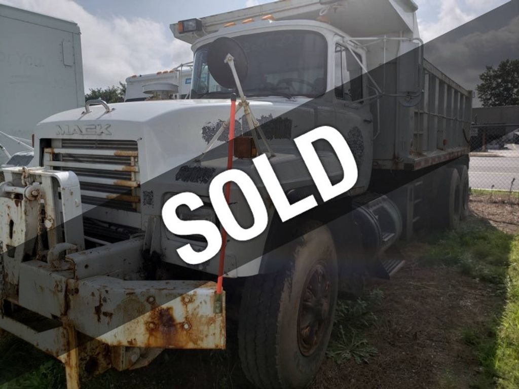 2001 Mack RD 688 Dump Truck   ***  Certified Low Miles  ***  - 17740361