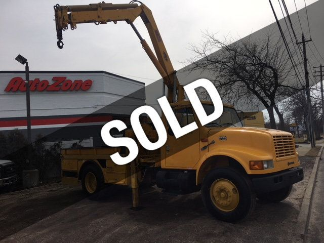 2000 International 4900 Flatbed  IMT 8300 LBS Hydraulic Knuckle Boom DT466   Ready To Work - 18556796