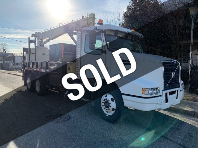 2010 Volvo NATIONAL 400B SERIES 446B 10 TON HYDRAULIC CRANE TANDEM AXLE 4 AVAILABLE IN STOCK LOW MILES - 18570144