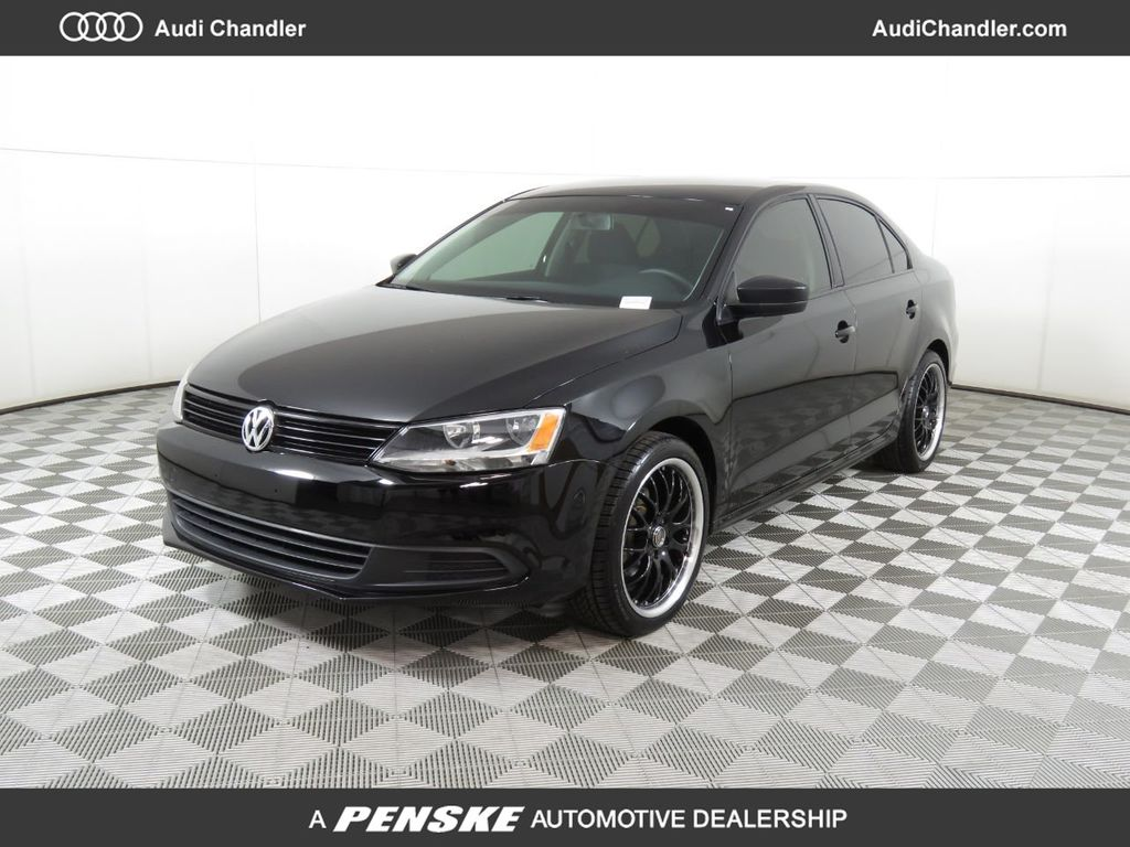 Pre-Owned 2014 Volkswagen Jetta Sedan 4dr Manual S