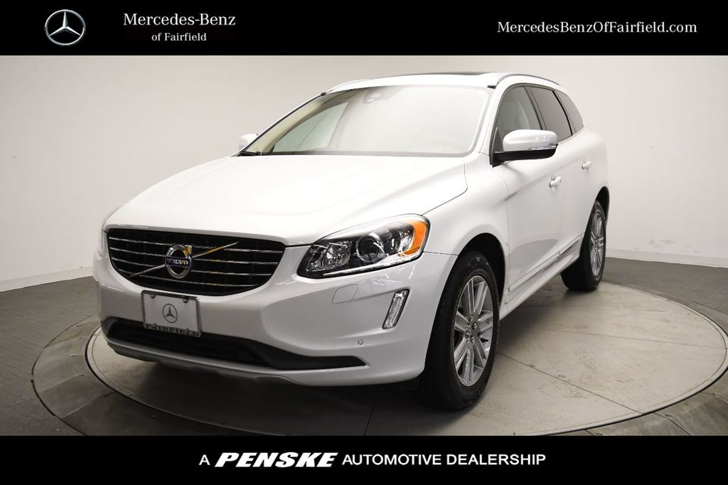 Pre-Owned 2017 Volvo XC60 T5 AWD Inscription
