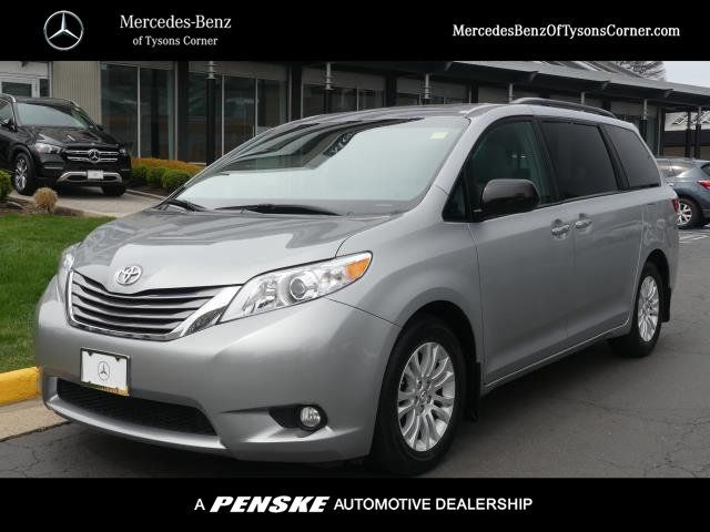 Pre-Owned 2017 Toyota Sienna XLE Automatic Access Seat FWD 7-Passenger