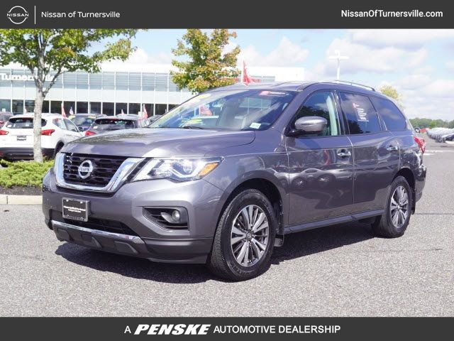 Certified Pre-Owned 2017 Nissan Pathfinder 4x4 SV