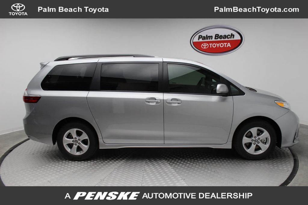 Pre-Owned 2020 Toyota Sienna LE FWD 8-Passenger