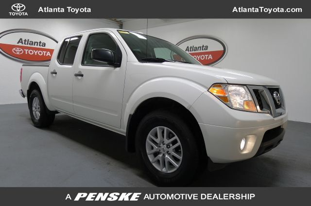 Pre-Owned 2017 Nissan Frontier Crew Cab 4x2 SV V6 Automatic