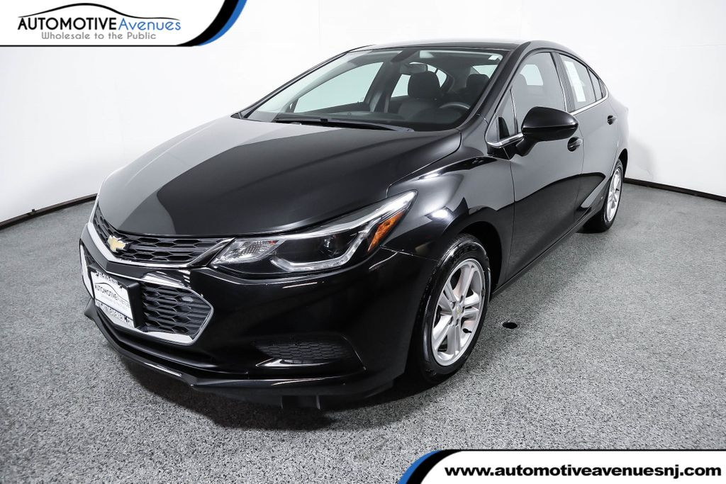 Pre-Owned 2017 Chevrolet CRUZE 4dr Sedan 1.4L LT w/1SD with Convenience Package