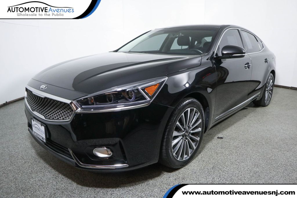 Pre-Owned 2018 Kia Cadenza Premium Sedan