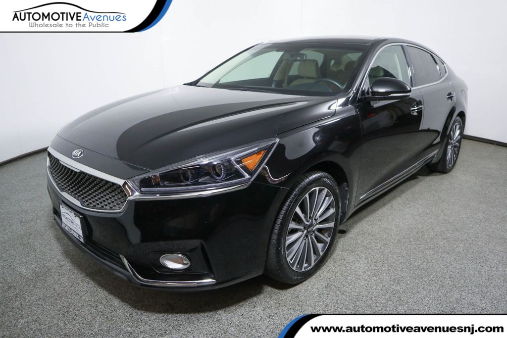 Pre-Owned 2017 Kia Cadenza Premium Sedan