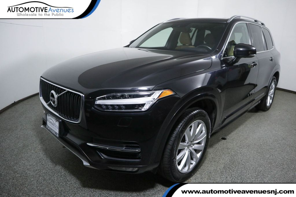 Pre-Owned 2017 Volvo XC90 T6 AWD 7-Passenger Momentum Plus w/ Vision Package