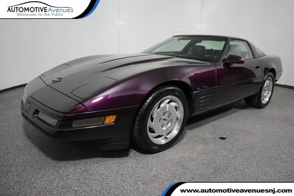 Pre-Owned 1993 Chevrolet Corvette 2dr Coupe Hatchback w/ Preferred Equipment Group
