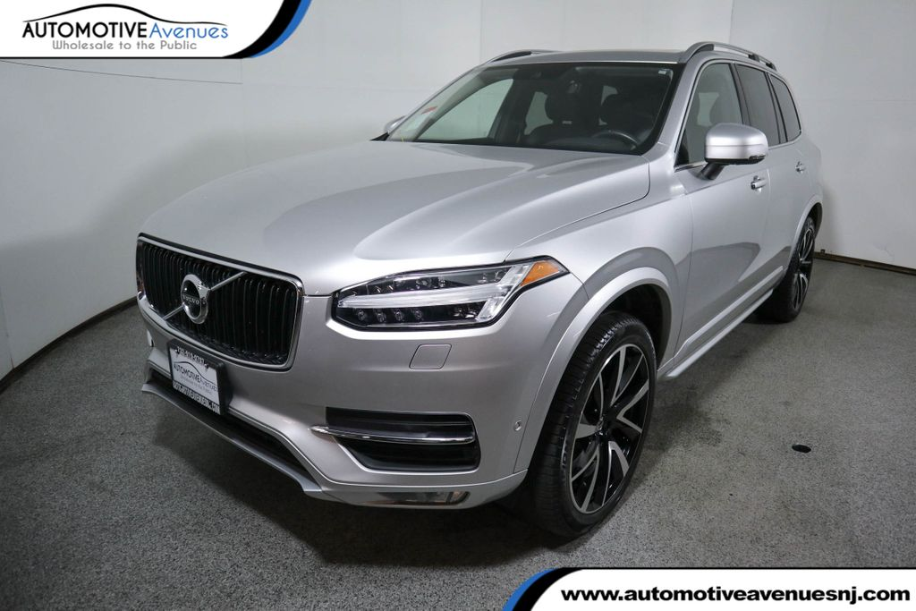 Pre-Owned 2018 Volvo XC90 T6 AWD 7-Passenger Momentum Plus w/ Convenience Package