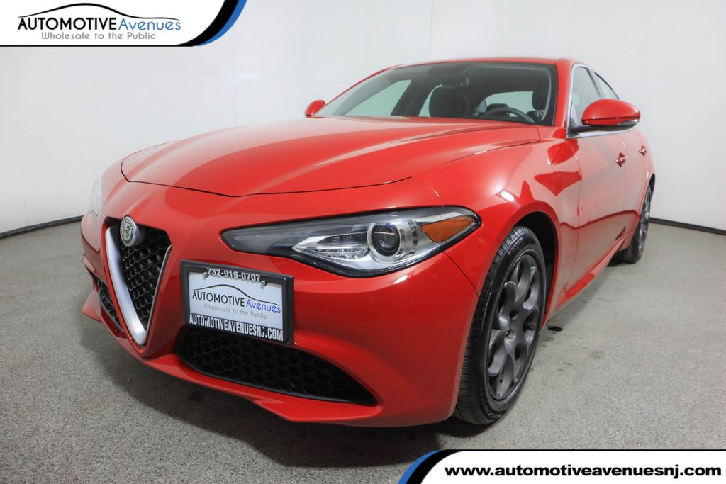 Pre-Owned 2017 Alfa Romeo Giulia AWD w/ Cold Weather Package