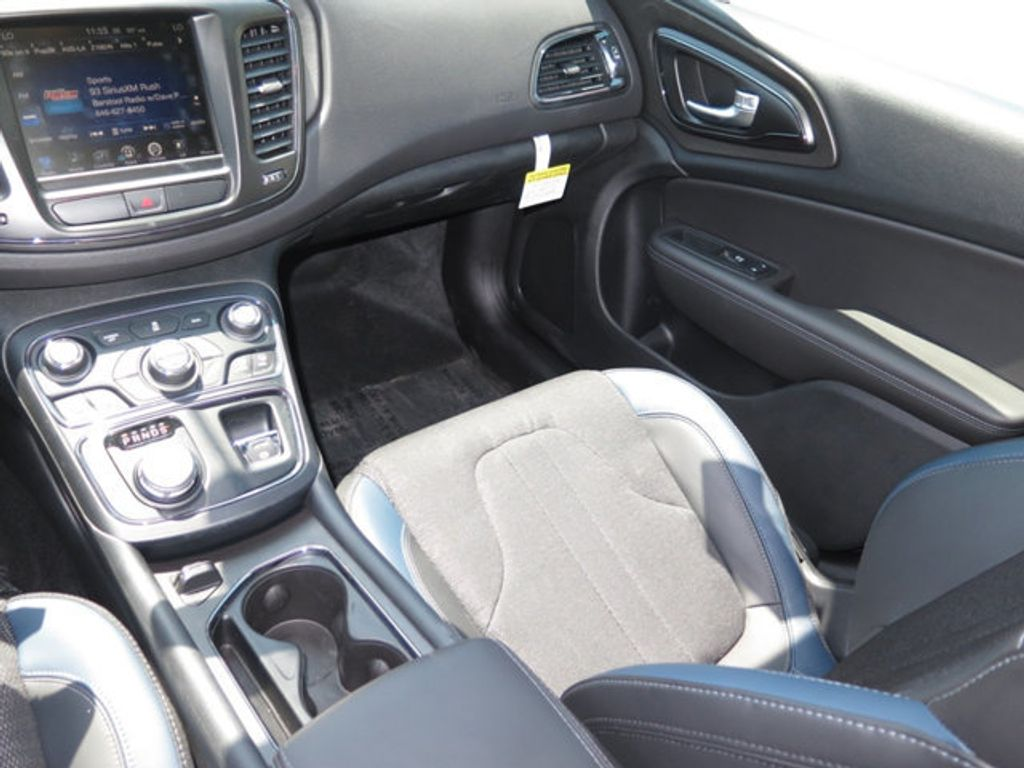 2016 Chrysler 200 4dr Sedan S FWD - 16731700 - 8