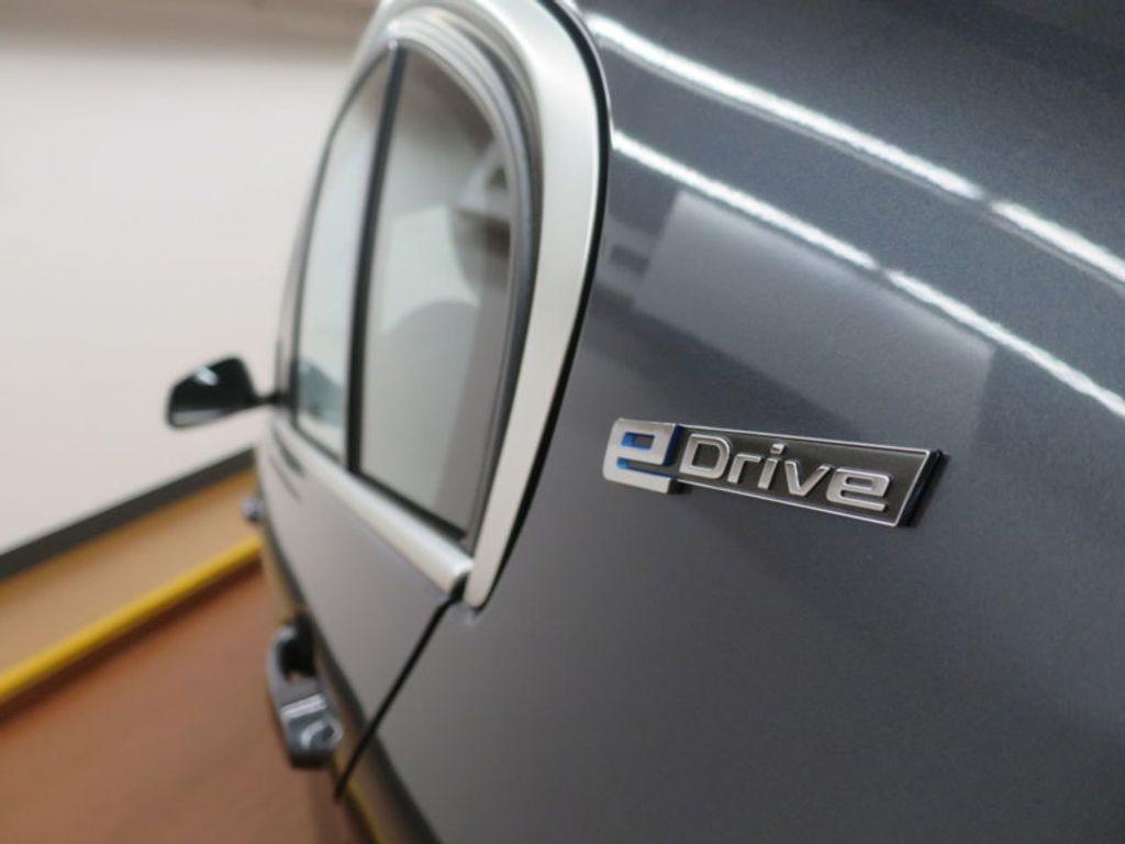 2017 BMW 3 Series 330e iPerformance Plug-In Hybrid - 16512444 - 11