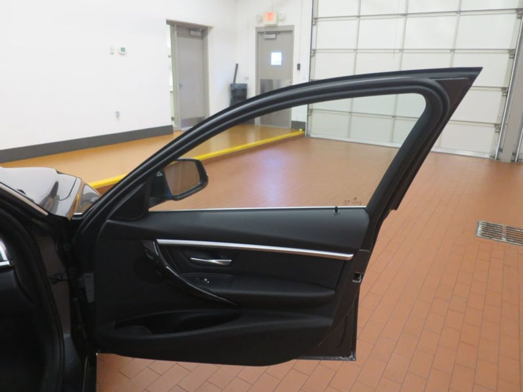 2017 BMW 3 Series 330e iPerformance Plug-In Hybrid - 16512444 - 21