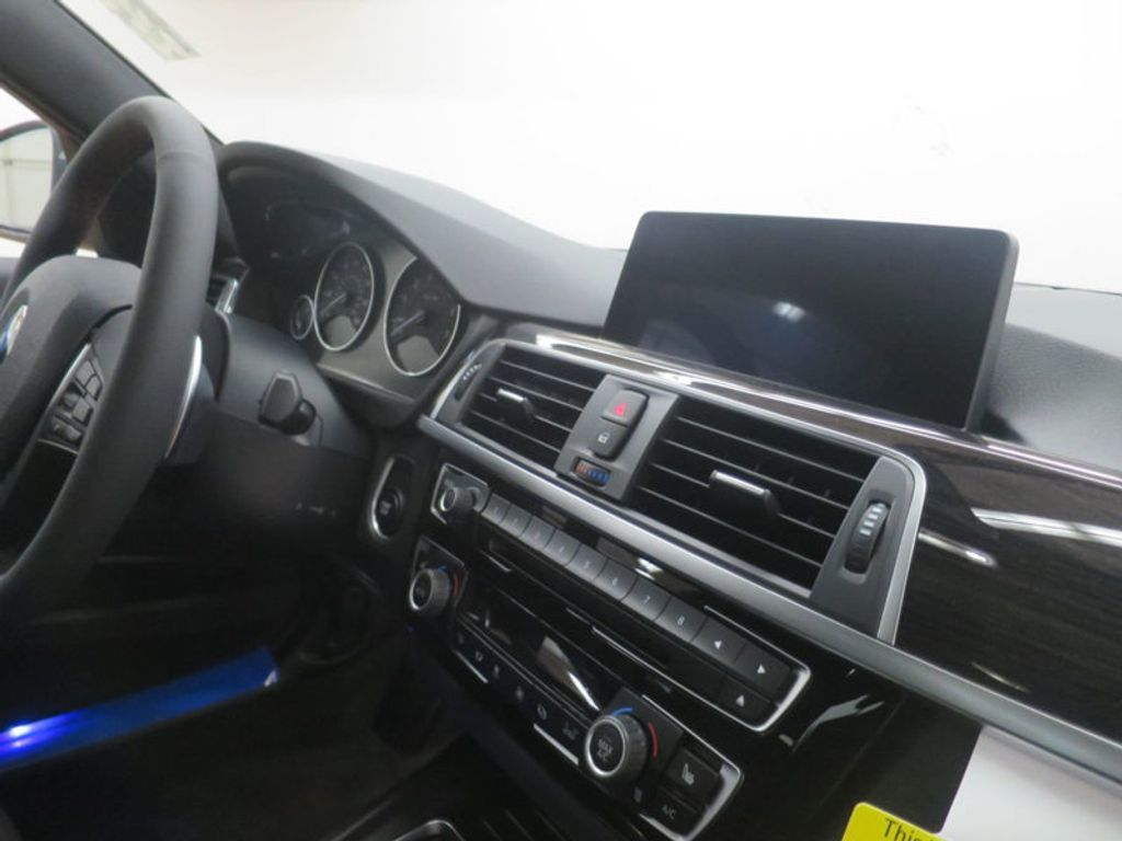 2017 BMW 3 Series 330e iPerformance Plug-In Hybrid - 16512444 - 28