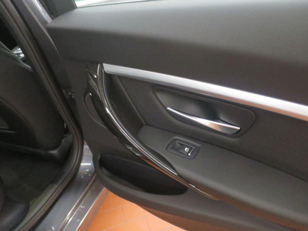 2017 BMW 3 Series 330e iPerformance Plug-In Hybrid - 16512444 - 32