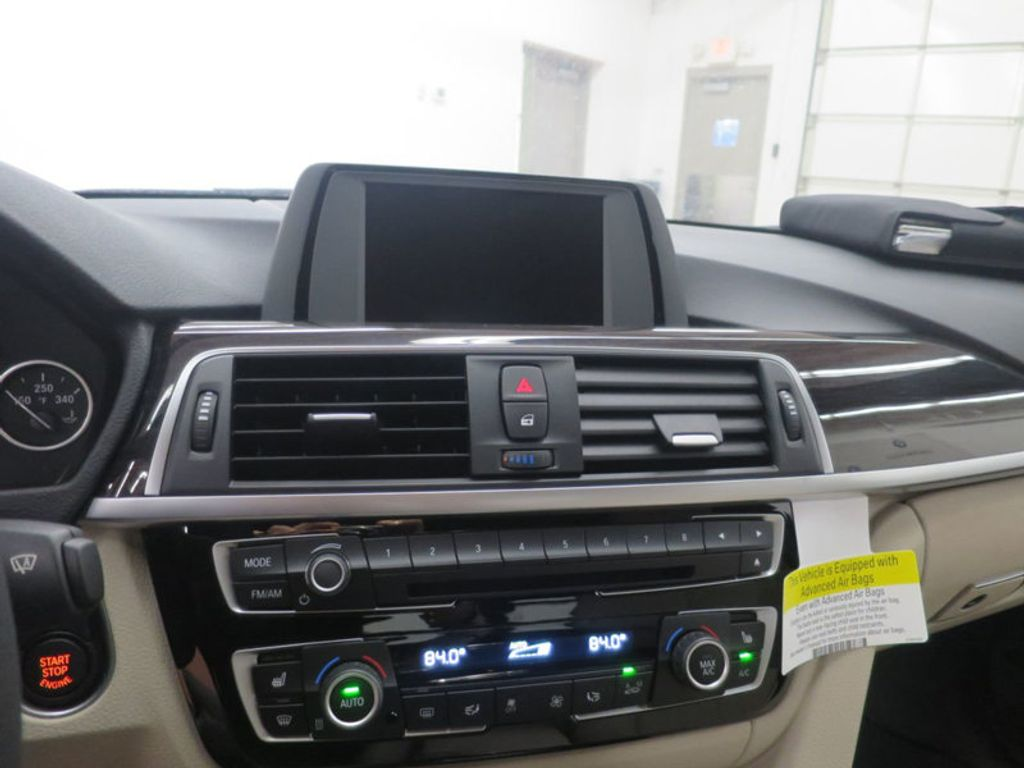 2017 BMW 3 Series 330i - 15835118 - 40