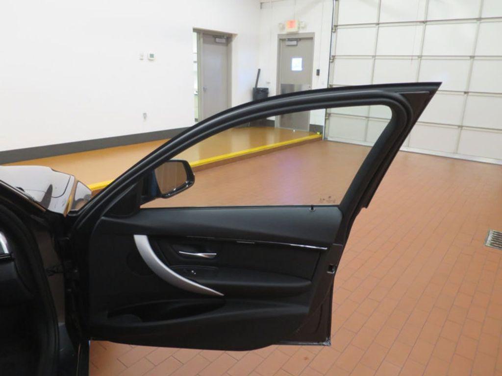 2017 BMW 3 Series 330i - 16564069 - 19