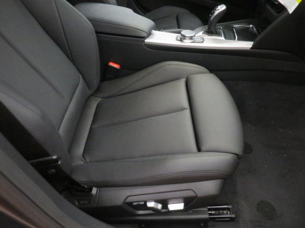 2017 BMW 3 Series 330i - 16564069 - 22
