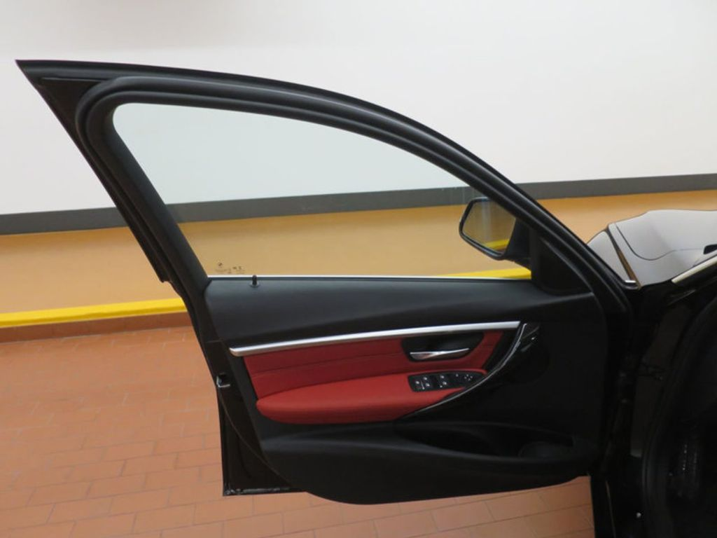 2017 BMW 3 Series 330i - 16569424 - 10