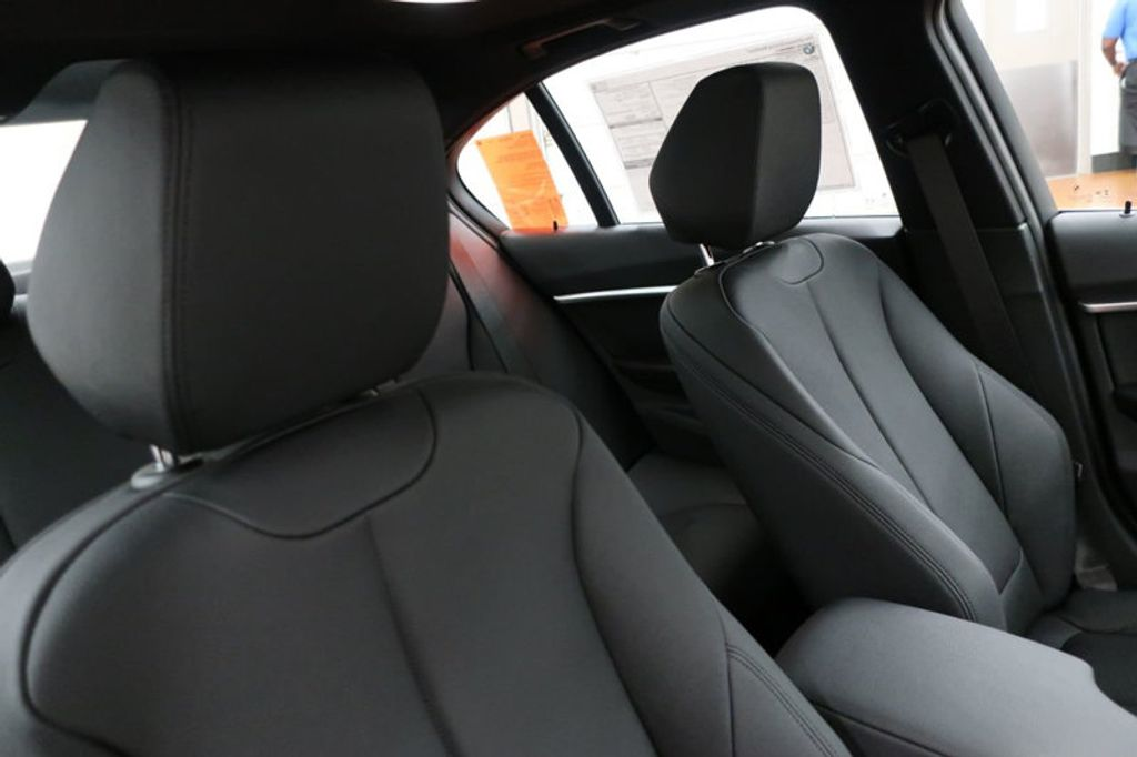 2017 BMW 3 Series 330i - 16635902 - 23