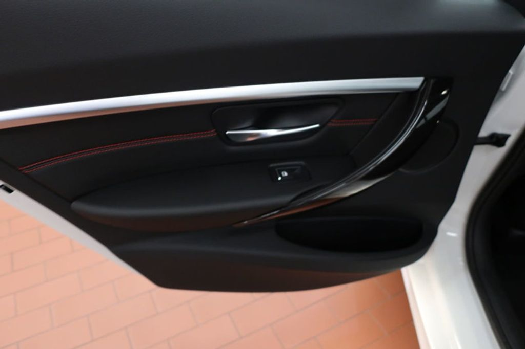 2017 BMW 3 Series 330i - 16640640 - 18