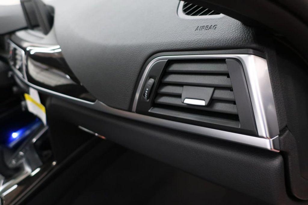 2017 BMW 3 Series 330i - 16640640 - 31