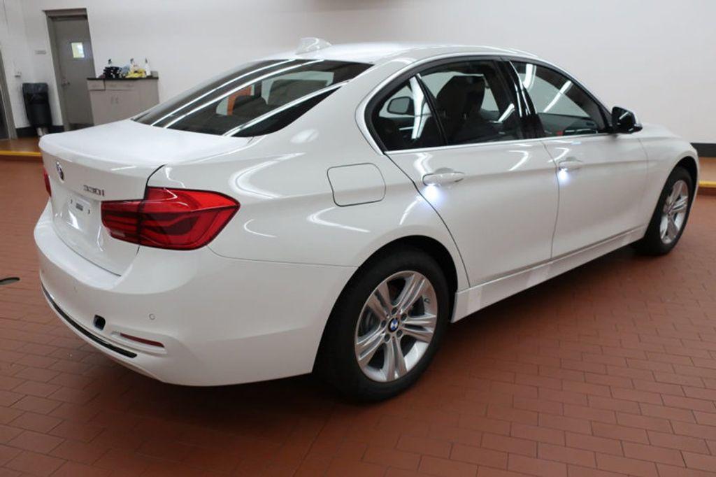 2017 BMW 3 Series 330i - 16640640 - 3
