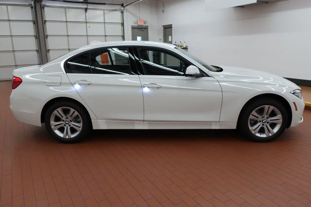 2017 BMW 3 Series 330i - 16640640 - 4