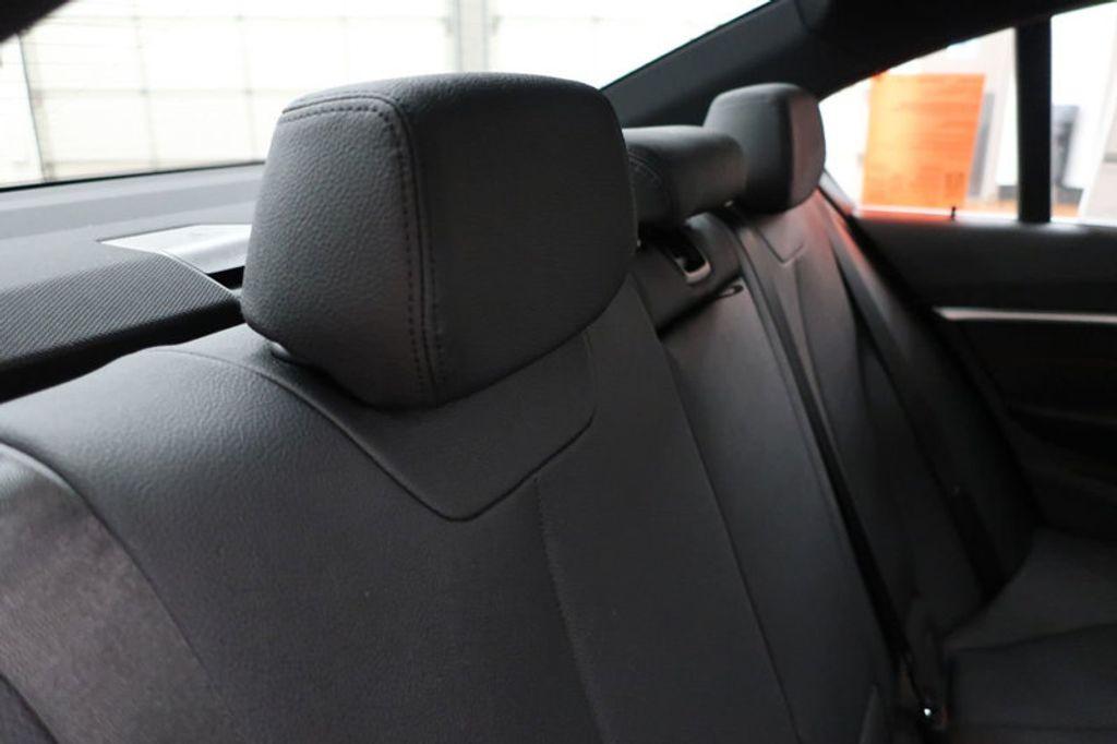 2017 BMW 3 Series 330i - 16640641 - 32