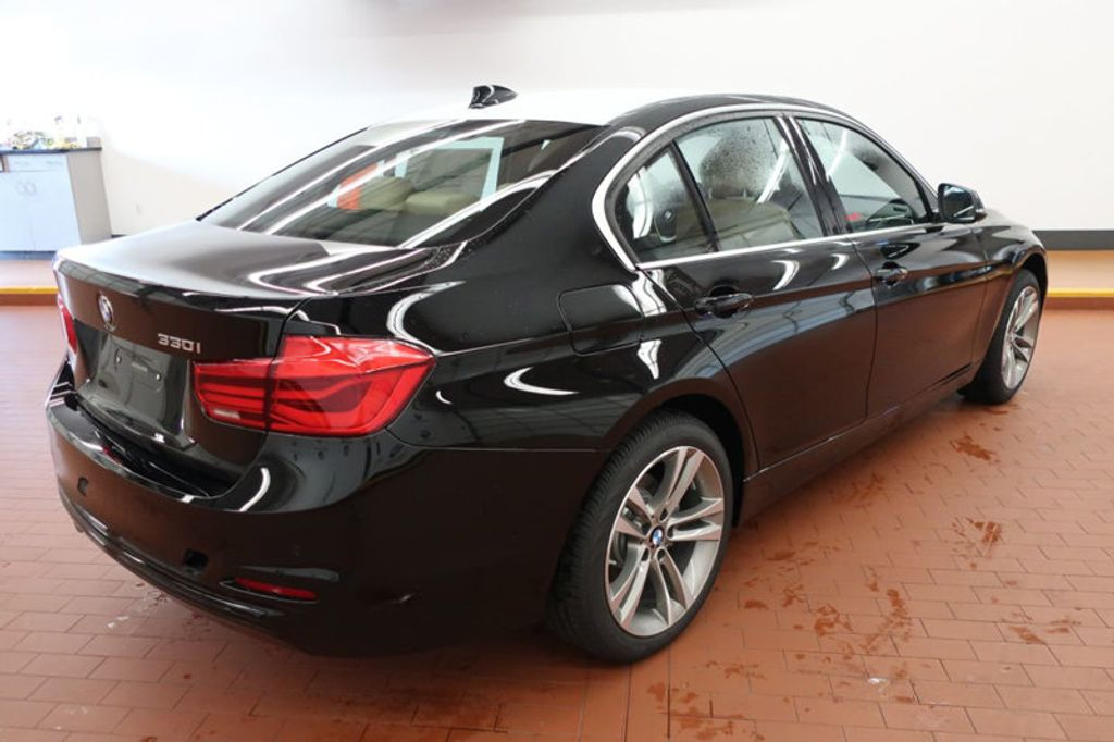 2017 BMW 3 Series 330i - 16640643 - 3