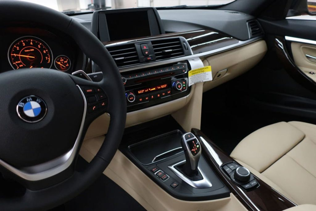 2017 BMW 3 Series 330i - 16640643 - 43