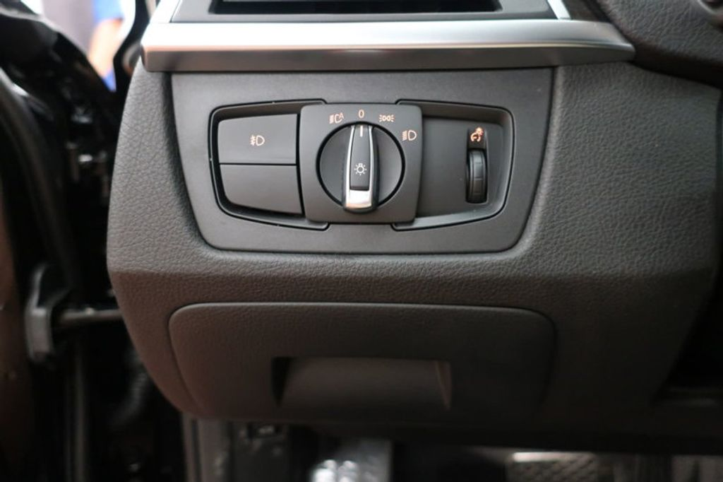 2017 BMW 3 Series 330i - 16640645 - 35