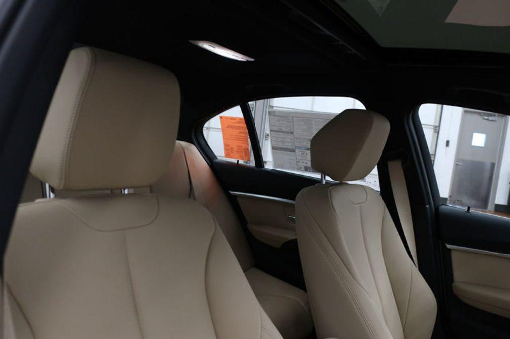 2017 BMW 3 Series 330i - 16640646 - 27