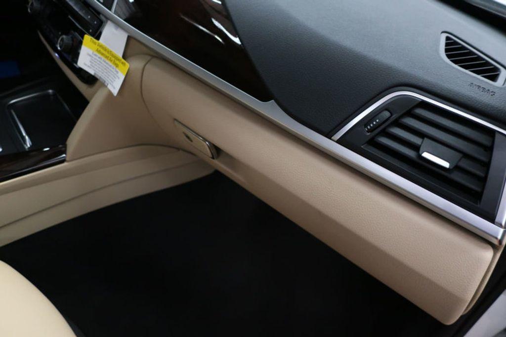 2017 BMW 3 Series 330i - 16640646 - 30