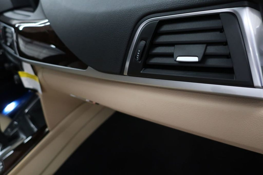 2017 BMW 3 Series 330i - 16640646 - 31