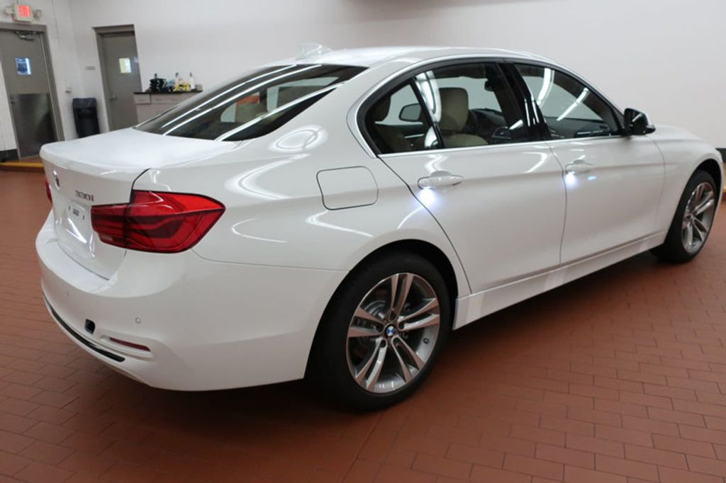 2017 BMW 3 Series 330i - 16640646 - 3