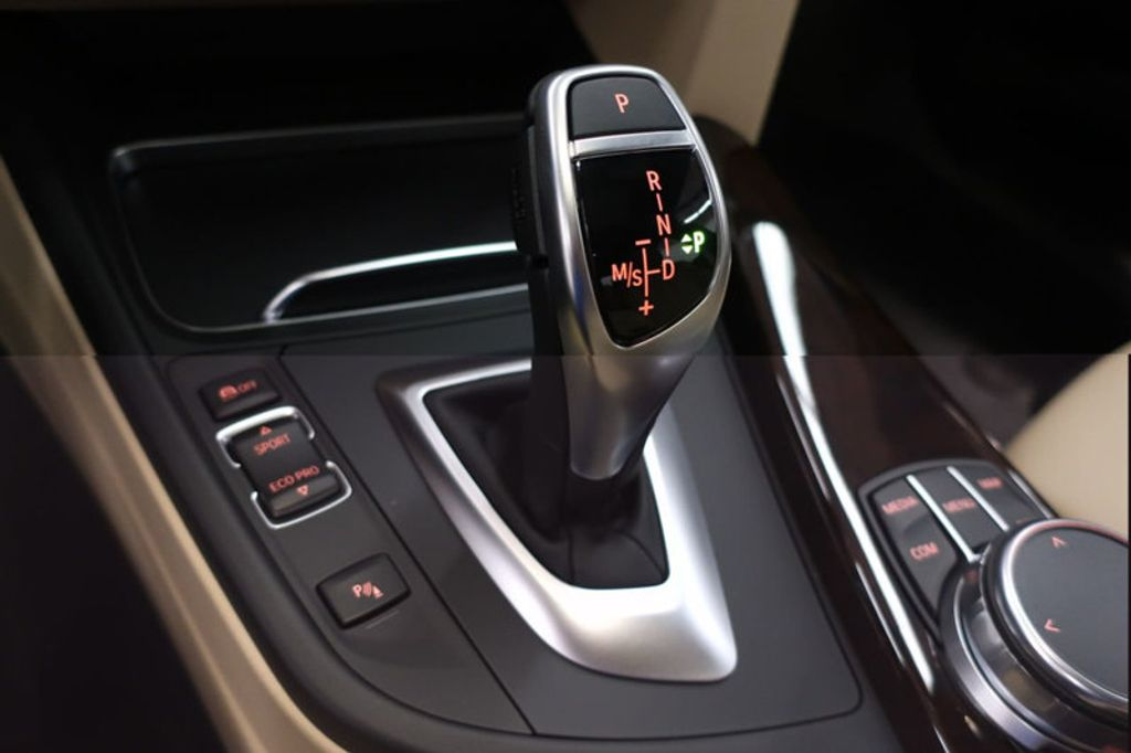 2017 BMW 3 Series 330i - 16640646 - 43