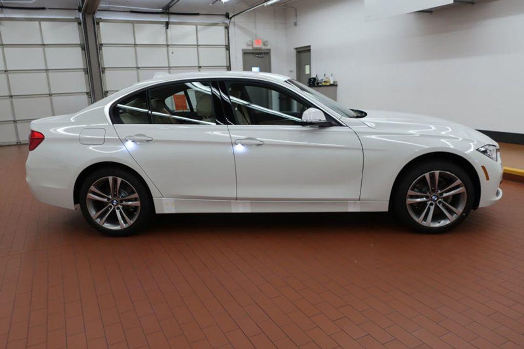 2017 BMW 3 Series 330i - 16640646 - 4