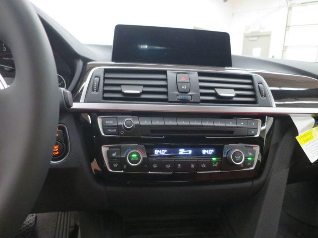2017 BMW 3 Series 340i - 15843756 - 40