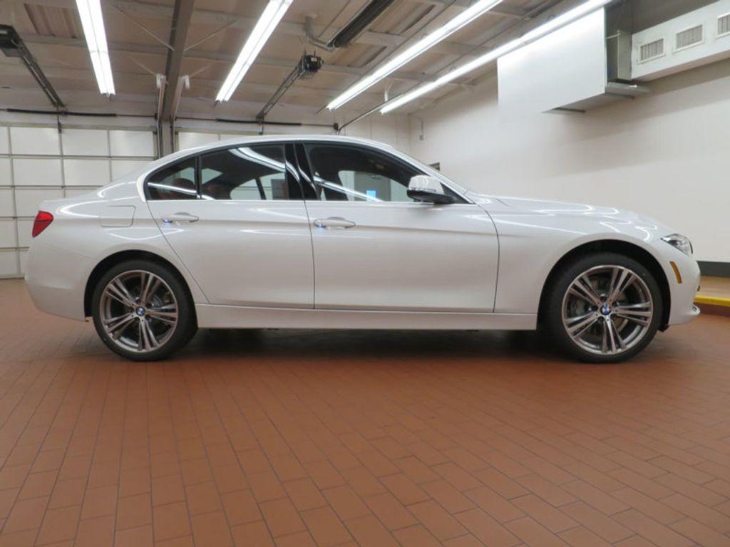 2017 BMW 3 Series 340i - 15843756 - 4